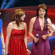 NLD/Hilversum/20061230 - 1e Live uitzending X-Factor 2006, Groovin' sound en presentatrice Wendy van Dijk
