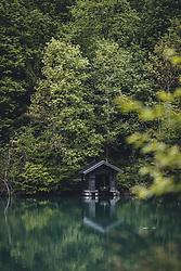THEMENBILD - ein kleines Bootshaus spiegelt sich auf der Wasseroberfläche des Klammsee, aufgenommen am 17. Mai 2020 in Kaprun, Österreich // a small boathouse is reflected on the surface of the Klammsee, Kaprun, Austria on 2020/05/17. EXPA Pictures © 2020, PhotoCredit: EXPA/ JFK
