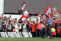 Kolo Toure does his famous flip as Arsene Wenger (Manager) applaudes. Arsenal v Leicester City. 15/5/2004. <br /> <br /> Foto: Andrew Cowie, Digitalsport<br /> NORWAY ONLY