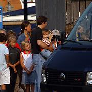 Aankomst haven Koninging Beatrix met de Groene Draeck, Prins Constatijn en dochter Eloise