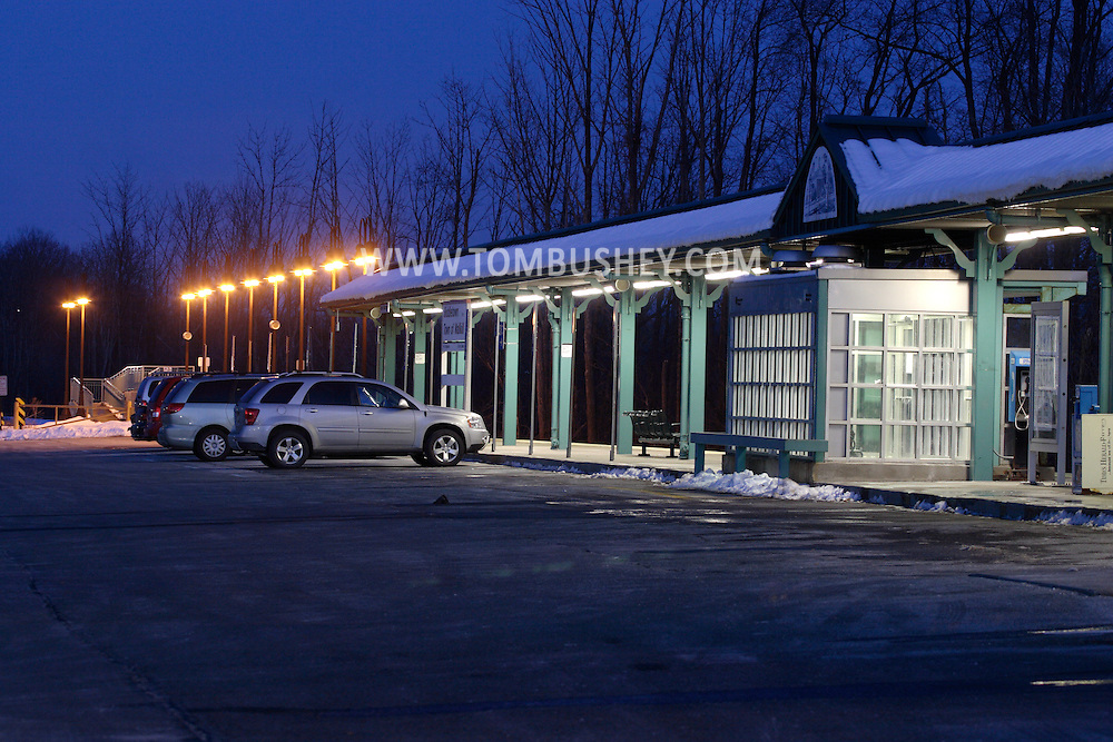 Town of Wallkill, N.Y. - Cars are parked by the platform at the Metro North train station on the evening of Feb. 25, 2008.