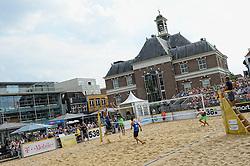 17-07-2014 NED: FIVB Grand Slam Beach Volleybal, Apeldoorn<br /> Poule fase groep A mannen - Reinder Nummerdor (1), Steven van de Velde (2) NED, Chaim Schalk (1), Ben Saxton (2) CAN / Centercourt item