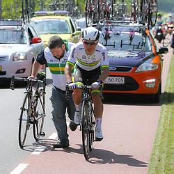 WIELRENNEN, Hoofddorp, Olympias tour fietswissel Caleb Ewan