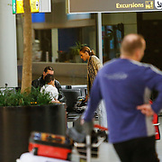 NLD/Schiphol/20130104 - Terugkomst Glennis Grace van vakantie, Glennis, expartner Moos Majri en zoon Anthony