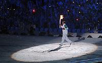 OL 2010 Vancouver<br /> Åpningsermoni<br /> 12.02.2010<br /> Foto: Witters/Digitalsport<br /> NORWAY ONLY<br /> <br /> Fackeltraeger Wayne Gretzky (Eishockey Kanada), Olympisches Feuer<br /> Olympische Winterspiele Vancouver 2010, Eroeffnungsfeier