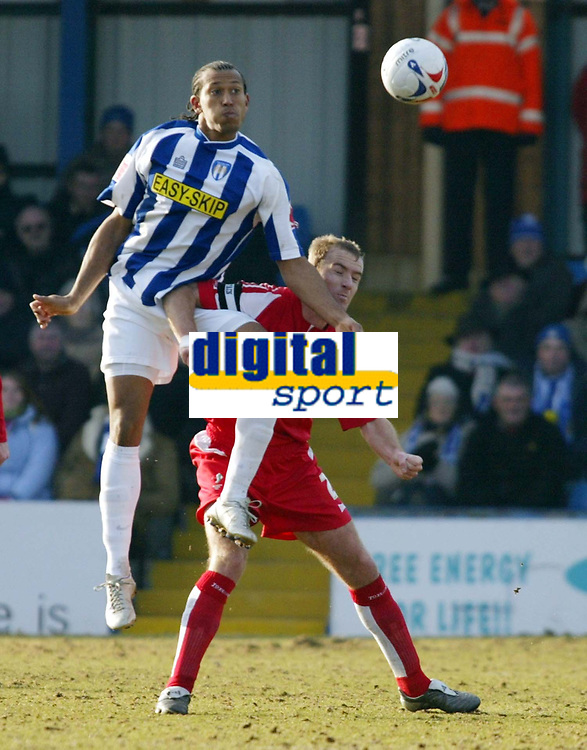 Photo: Chris Ratcliffe.<br />Colchester United v Swindon Town. Coca Cola League 1. 18/03/2006.<br />Chris Iwelumo (L) of Colchester goes up for a header with Sean O'Hanlon of Swindon closely