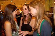 Holly Ross, Poppy and Daisy de Villeneuve. H&M Flagship Store launch. at 17-21 Brompton Road, Knightsbridge. London. SW1. 23  March 2005. ONE TIME USE ONLY - DO NOT ARCHIVE  © Copyright Photograph by Dafydd Jones 66 Stockwell Park Rd. London SW9 0DA Tel 020 7733 0108 www.dafjones.com