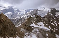 THEMENBILD - Blick auf den Gletscher und die umliegenden Berge mit einem Tilt & Shift Objektiv aufgenommen am 13. August 2018 in Kaprun, Österreich // View of the glacier and the surrounding mountains taken with a tilt & shift lens, Kaprun, Austria on 2018/08/13. EXPA Pictures © 2018, PhotoCredit: EXPA/ JFK
