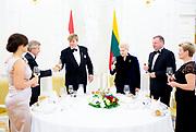 Koning Willem Alexander brengt een staatsbezoek aan de Republiek Litouwen. ///  King Willem Alexander makes a state visit to the Republic of Lithuania.<br /> <br /> Op de foto / On the photo: Koning Willem Alexander en Dalia Grybauskaitė, president van de Republiek Litouwen tijdens het Staatsdiner op het  Presidentieel Paleis, Vilnius /// King Willem Alexander and Dalia Grybauskaitė, President of the Republic of Lithuania during the Statediner at the Presidential Palace, Vilnius