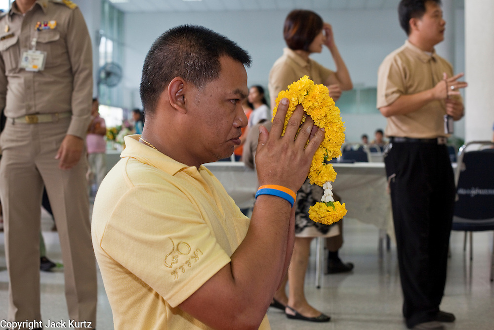 Sept. 22, 2009 -- BANGKOK, THAILAND:  Thais pray in the lobby of Siriraj Hospital for the speedy recovery of King Bhumibol Adulyadej, the 81-year-old King of Thailand. The King has been admitted to hospital suffering from a fever. Doctors at Siriraj Hospital said the world's longest-serving monarch, had shown signs of fatigue and was being treated with antibiotics. King Bhumibol is deeply revered by most Thais and his health is a matter of public anxiety. His Majesty was admitted on Saturday suffering from a fever, fatigue and loss of appetite. Doctors continued to treat the King with intravenous drips and antibiotics, hospital officials said. More than 3,500 people have come to the hospital to pray for the King's speedy recovery and to sign get well cards for him.  Photo by Jack Kurtz