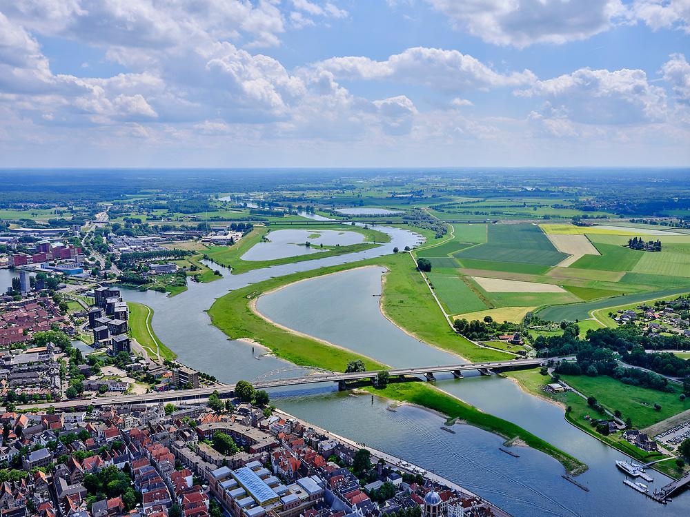 Nederland, Overijssel, Gemeente Deventer, 21–06-2020; rivier de IJssel bij Deventer, zicht op uiterwaardengebied de Bolwerksplas (re) en de Wilhelminabrug. <br /> River IJssel near Deventer, view of the Bolwerksplas (r) fand loodplain area.<br /> luchtfoto (toeslag op standaard tarieven);<br /> aerial photo (additional fee required)<br /> copyright © 2020 foto/photo Siebe Swart