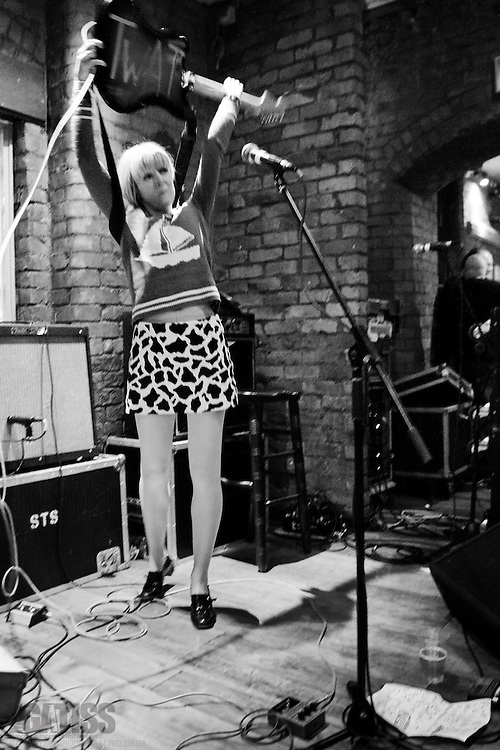 Lovely Eggs  performing live at FrankFest, Jabez Clegg, Manchester, 2012-03-31