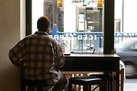 21 AUG 2002, BERLIN/GERMANY:<br /> Kunden in einer Filiale von Einstein Kaffee, Friedrichstrasse<br /> IMAGE: urban20020821-02-009<br /> KEYWORDS: Caffee-Bar, Kaffee, Cafe