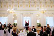Koning Willem Alexander brengt een staatsbezoek aan de Republiek Letland. ///  King Willem Alexander makes a state visit to the Republic of Latvia.<br /> <br /> Op de foto / On the photo: Koning Willem Alexander en Renars Vejonis, president van Letland met partner tijdens het Staatsbanket/diner in Riga Castle  /// King Willem Alexander and Renars Vejonis, president of Latvia with partner at the Staatsbanket / dinner in Riga Castle