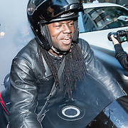 NLD/Rotterdam/20161016 - Premiere Van je Familie moet je het Hebben van Jandino Asporaat, aankomst Jandino als Judeska met motorclub Black Jack