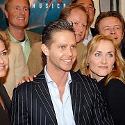 NLD/Amsterdam/20070309 - Perspresentatie Ciske de Musical, groepsfoto cast en creatives, Hugo Haenen, Marisca van Kolck, Danny de Munck en Marleen van der Loo