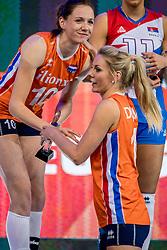 01-10-2017 AZE: Final CEV European Volleyball Nederland - Servie, Baku<br /> Nederland verliest opnieuw de finale op een EK. Servië was met 3-1 te sterk / Laura Dijkema #14 of Netherlands, Lonneke Sloetjes #10 of Netherlands