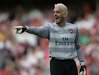 Photo: Lee Earle.<br /> Arsenal v Paris Saint-Germain. The Emirates Cup. 28/07/2007.Arsenal keeper Manuel Almunia.