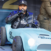 NLD/Amsterdam/20160116 - Photocall en premiere Ride Along 2, Ice Cube in een speelgoed auto