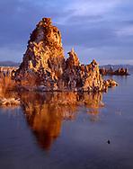 CAEM_01 - USA, California, Inyo National Forest, Mono Basin National Forest Scenic Area, Sunrise on tufa towers along shore of Mono Lake at South Tufa Area.