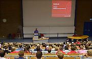 Nederland, Nijmegen, 20-8-2014De nieuwe eerstejaars studenten bedrijfskunde aan de Radboud Universiteit krijgen uitleg over hun studie in een collegezaal.studieadviseurFOTO: FLIP FRANSSEN/ HOLLANDSE HOOGTE