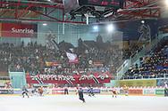 Rapperswils , rechts, kaempft um den Puck gegen Langnaus im ersten Playout-Finalspiel der National League A zwischen den Rapperswil-Jona Lakers und den SCL Tigers, am Dienstag, 19. März 2013, in der Diners Club Arena Rapperswil-Jona. (KEYSTONE/Thomas Oswald)