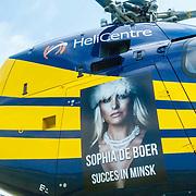 NLD/Lelystad/20150822 - Rondvlucht Sophia de Boer voor Life is Beautifull, gesprek met piloot Floris