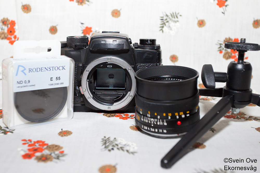 Gråfilter, kamerahus, 50mm og ministativ.<br /> Foto: Svein Ove Ekornesvåg