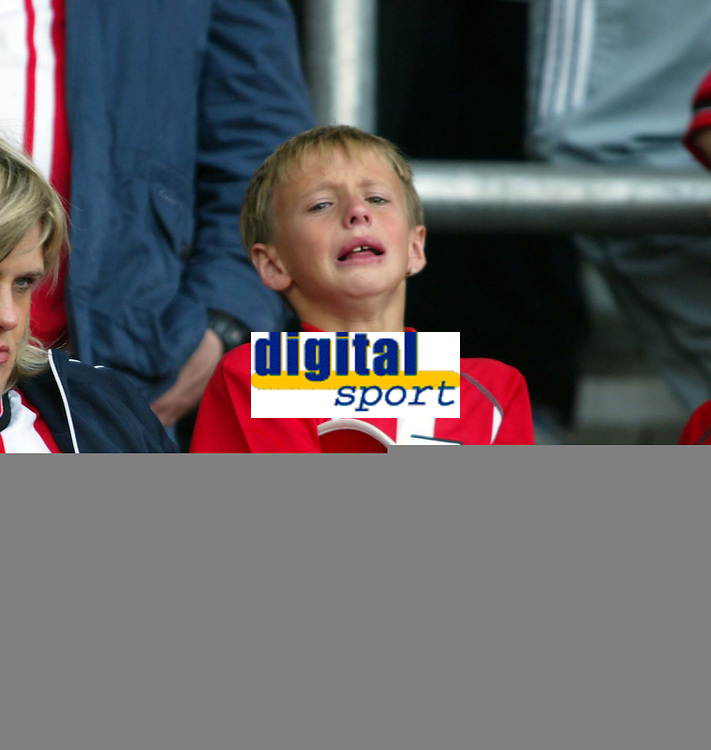 Jed Leicester / Digitalsport<br /> FA Barclays Premiership<br /> Southampton v Manchester United<br /> 15th May, 2005<br /> A crying Southampton fan