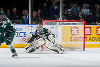 KELOWNA, CANADA - JANUARY 23: Austin Lotz #30 of Everett Silvertips defends the net against the Kelowna Rockets on January 23, 2015 at Prospera Place in Kelowna, British Columbia, Canada.  (Photo by Marissa Baecker/Shoot the Breeze)  *** Local Caption *** Austin Lotz;
