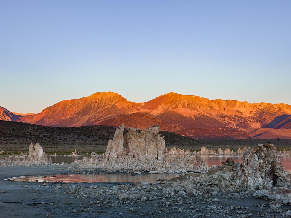 https://Duncan.co/sunrise-at-mono-lake-3