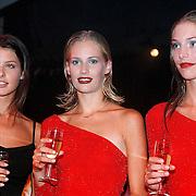 Elite Model Look of the Year 1999, winnares 1998 Wendy Dubbeld winnares 1999 Annika Dop (links) en 2de prijs Linda Jeuring
