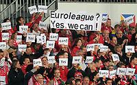 "Fotball<br /> Tyskland<br /> 15.04.2011<br /> Foto: Witters/Digitalsport<br /> NORWAY ONLY<br /> <br /> Fans Mainz mit Transparenten ""Euroleague Yes We Can""<br /> <br /> Bundesliga, FSV Mainz 05 - Borussia Mönchengladbach"