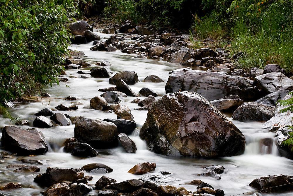 Iuna_ES, Brasil...Corrego claro, na divisa de Minas Gerais e Espirito Santo...claro stream, between Minas Gerais and Espirito Santo...Foto: LEO DRUMOND / NITRO