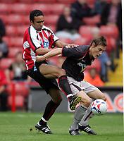 Fotball<br /> England 2005/2006<br /> Foto: imago/Digitalsport<br /> NORWAY ONLY<br /> <br /> 30.07.2005<br /> <br /> Paul Ifill (Sheffield United, li.) gegen Dean Whitehead (Sunderland)