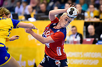 2017.12.08 Bietigheim-Bissingen Pilka reczna Mistrzostwa Swiata w pilce recznej kobiet Norwegia - Szwecja N/z Stine Bredal Oftedal of Norway vies for the ball Foto Lukasz Laskowski / PressFocus 2017.12.08 Bietigheim-Bissingen IHF Women s Handball World Championship WM Weltmeisterschaft Norway v Sweden Stine Bredal Oftedal of Norway vies for the ball<br /> PUBLICATIONxNOTxINxPOL