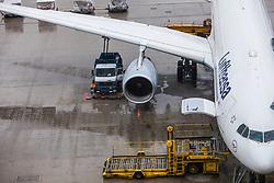 THEMENBILD - Airport Muenchen, Franz Josef Strauß (IATA: MUC, ICAO: EDDM), Der Flughafen Muenchen zählt zu den groessten Drehkreuzen Europas, rund 100 Fluggesellschaften verbinden ihn mit 230 Zielen in 70 Laendern, im Bild eine Maschine der Lufthansa, Typ Airbus A330-300 wird am Terminal betankt // THEME IMAGE, FEATURE - Airport Munich, Franz Josef Strauss (IATA: MUC, ICAO: EDDM), The airport Munich is one of the largest hubs in Europe, approximately 100 airlines connect it to 230 destinations in 70 countries. picture shows: a machine of the Lufthansa Airbus A330-300 will be refueled at the terminal, Munich, Germany on 2012/05/06. EXPA Pictures © 2012, PhotoCredit: EXPA/ Juergen Feichter