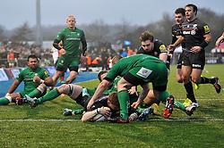 David Strettle of Saracens scores his second try of the match - Photo mandatory by-line: Patrick Khachfe/JMP - Mobile: 07966 386802 03/01/2015 - SPORT - RUGBY UNION - London - Allianz Park - Saracens v London Irish - Aviva Premiership