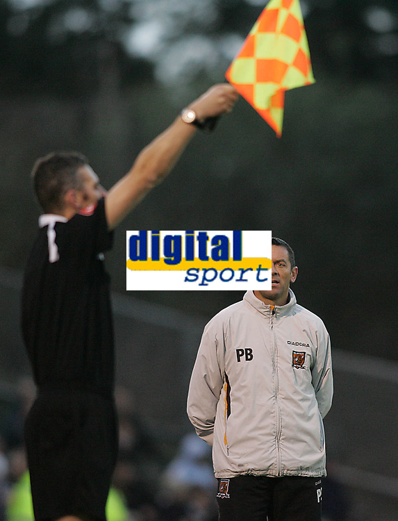 Photo: Lee Earle.<br /> Plymouth Argyle v Hull City. Coca Cola Championship. 09/12/2006. Hull manager Phil Brown looks at the linesman after  he flagged for offside.