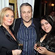 NLD/Uitgeest/20080116 - Uitreiking Popularitiets award Noord Holland 2008, Eric Dikeb en partner Heloise van de Laar en vriendin Daniela