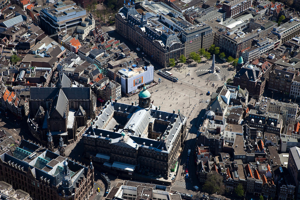 Nederland,Noord-Holland, Amsterdam, 12-05-2009; Centrum van de stad met Dam, Koninklijk Paleis, Nieuwe Kerk en Nationaal Monument.Swart collectie, luchtfoto (toeslag); Swart Collection, aerial photo (additional fee required).foto Siebe Swart / photo Siebe Swart