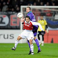 Fotball<br /> Nederland / Holland<br /> Foto: ProShots/Digitalsport<br /> NORWAY ONLY<br /> <br /> AZ - FC Groningen , 28-02-2009 ,3-0 ,  Mounir El Hamdaoui in duel met Andreas Granqvist