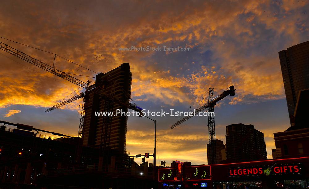 Nashville, Tennessee, USA downtown skyline at sunset