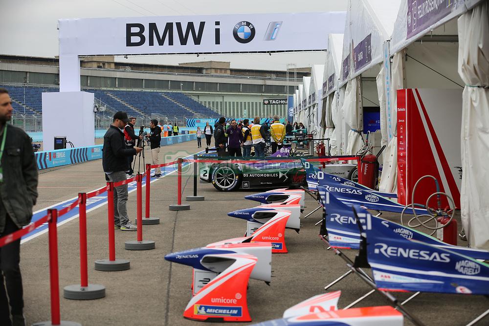 May 18, 2018 - Berlin, Germany - Formula e Berlin ePrix: The photo shows the pit lane. (Credit Image: © Simone Kuhlmey/Pacific Press via ZUMA Wire)