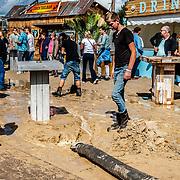NLD/Almere/20180825 - Festival Zand 2018, modder na regenbui word opgezogen