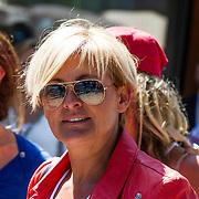 NLD/Amsterdam/20140613 - Leco van Zadelhoff organiseert samen met Beau Monde Beau Bateau een vaartocht met vriendinnen, Caroline Tensen