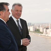 President of Tajikistan Emomali Rahmon (L) and his Hungarian counterpart Pal Schmitt (R) have a sight-viewing together in Budapest, Hungary on June 10, 2011. ATTILA VOLGYI.Emomali Rahmon is in Hungary fro a two-day official visit.