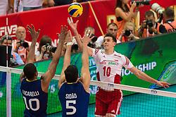 21-09-2014 POL: FIVB WK Finale Polen - Brazilie, Katowice<br /> Block / Doppelblock Ricardo Lucarelli Santos (#10 BRA), Sidnei dos Santos Jr. (#5 BRA) - Angriff Mariusz Wlazly (#10 POL)<br /> <br /> ***NETHERLANDS ONLY***