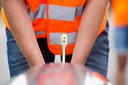 Het Human Power Team Delft en Amsterdam (HPT), dat bestaat uit studenten van de TU Delft en de VU Amsterdam, is in Senftenberg voor een poging het laagland sprintrecord te verbreken op de Dekrabaan. In september wil het Human Power Team Delft en Amsterdam, dat bestaat uit studenten van de TU Delft en de VU Amsterdam, tijdens de World Human Powered Speed Challenge in Nevada een poging doen het wereldrecord snelfietsen voor vrouwen te verbreken met de VeloX 7, een gestroomlijnde ligfiets. Het record is met 121,44 km/h sinds 2009 in handen van de Francaise Barbara Buatois. De Canadees Todd Reichert is de snelste man met 144,17 km/h sinds 2016.<br /> <br /> The Human Power Team is in Senftenberg, Germany to race at the Dekra track as a preparation for the races in America. With the VeloX 7, a special recumbent bike, the Human Power Team Delft and Amsterdam, consisting of students of the TU Delft and the VU Amsterdam, also wants to set a new woman's world record cycling in September at the World Human Powered Speed Challenge in Nevada. The current speed record is 121,44 km/h, set in 2009 by Barbara Buatois. The fastest man is Todd Reichert with 144,17 km/h.