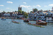 """Henley on Thames, United Kingdom, 8th July 2018, Sunday, Final, """"Temple Challenge Cup"""", right """"University of Washington"""" , winners,left, """"Oxford Brookes University"""",  """"Fifth day"""", of the annual,  """"Henley Royal Regatta"""", Henley Reach, River Thames, Thames Valley, England, © Peter SPURRIER,"""